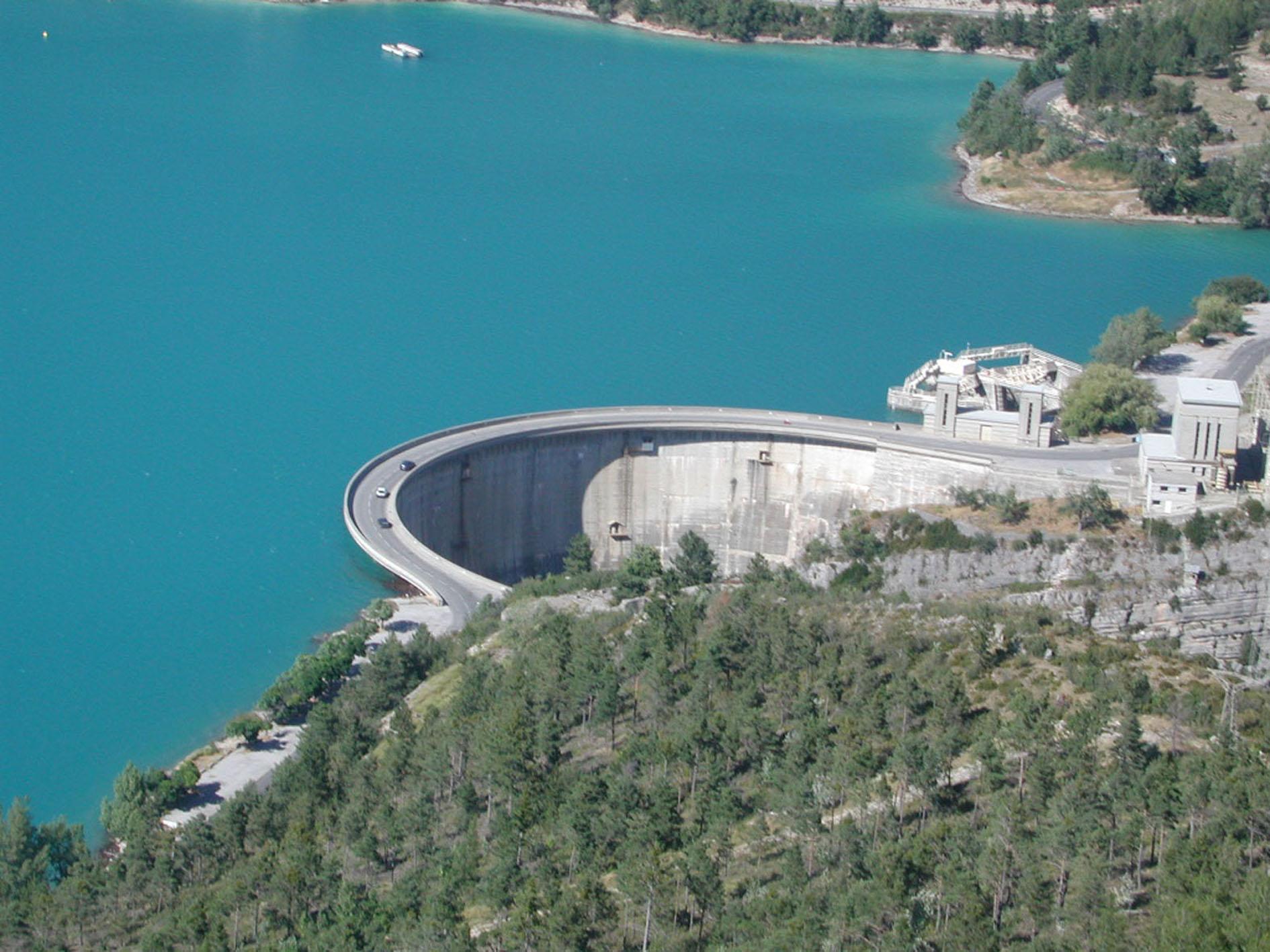 Les différents usages de l'eau des grands barrages  |